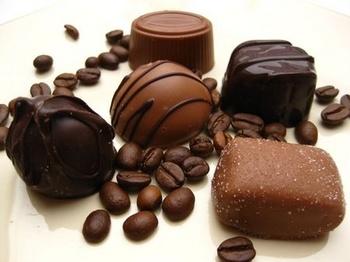 チョコレートとコーヒー豆.jpg